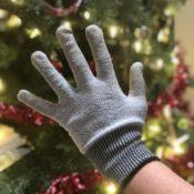 Mesh glove for safe cutting
